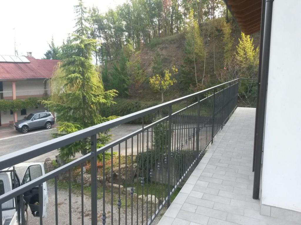 Ringhiere balconi parapetti avogadri roberto for Foto di sale moderne